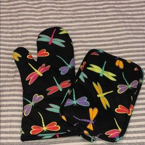 Other - Dragonfly potholder and oven mit